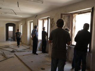 Més de dos-centes persones visiten les finques on s'ubicarà la cooperativa d'habitatges La Titaranya
